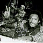 "Archie Griffin Autographed Ohio State Buckeyes (Heisman Trophy BW) 8×10 Photo w/ ""H.T. 1974/75"""
