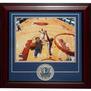 Dirk Nowitzki Autographed Dallas Mavericks Deluxe Framed 11x14 Photo with Patch - PSA