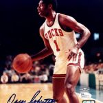 Oscar Robertson Autographed Milwaukee Bucks 8×10 Photo – JSA